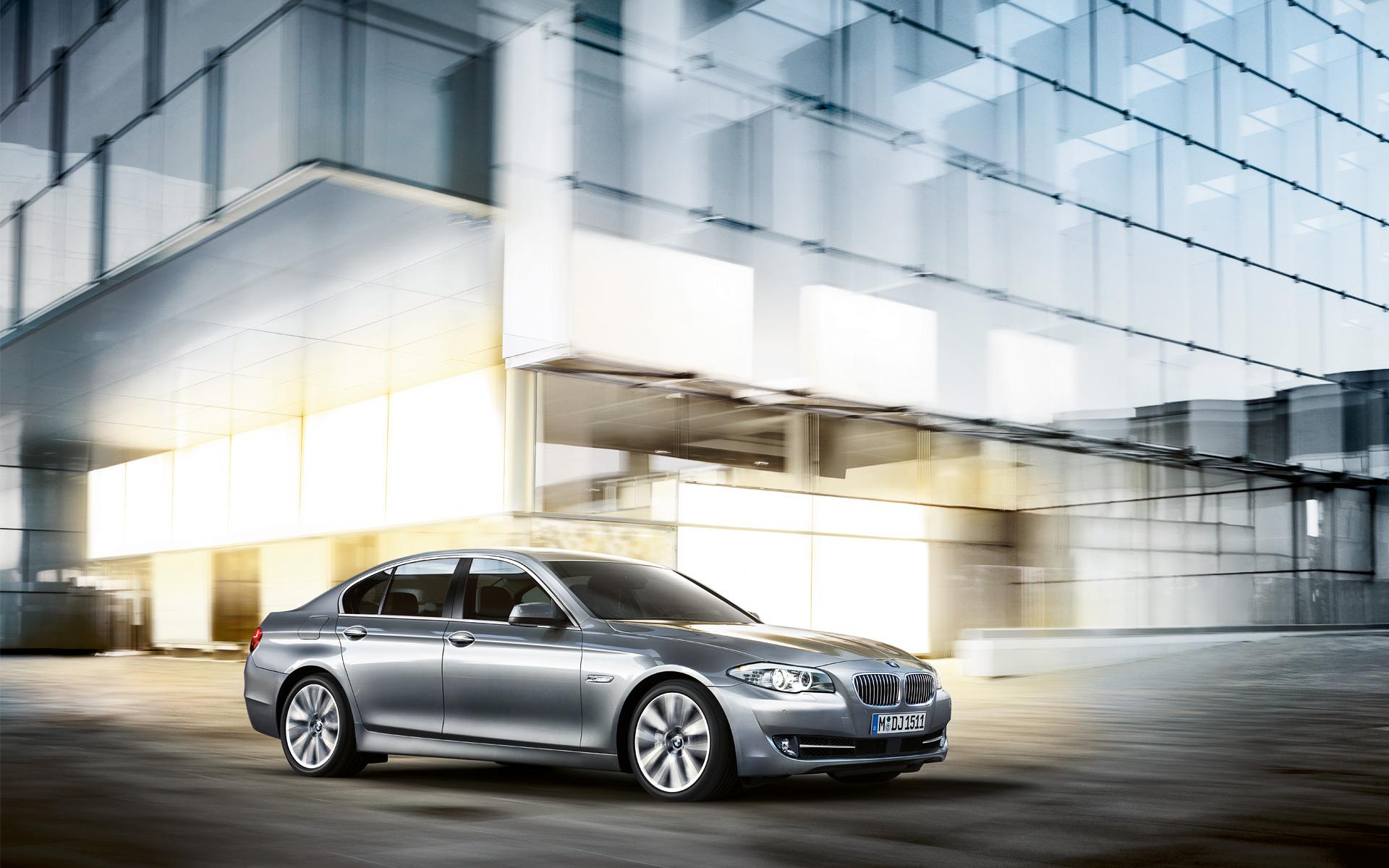 BMW 5 Series Sedan : Integral Active Steering